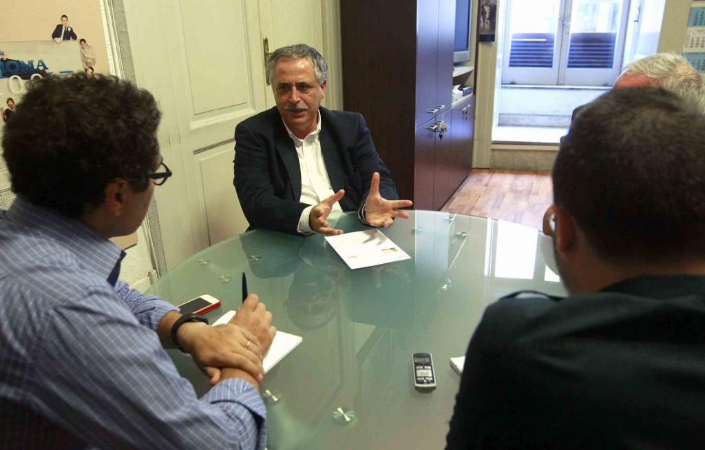 L'assessore alla Cultura del Comune di Napoli, Nino Daniele, durante l'intervista al Roma